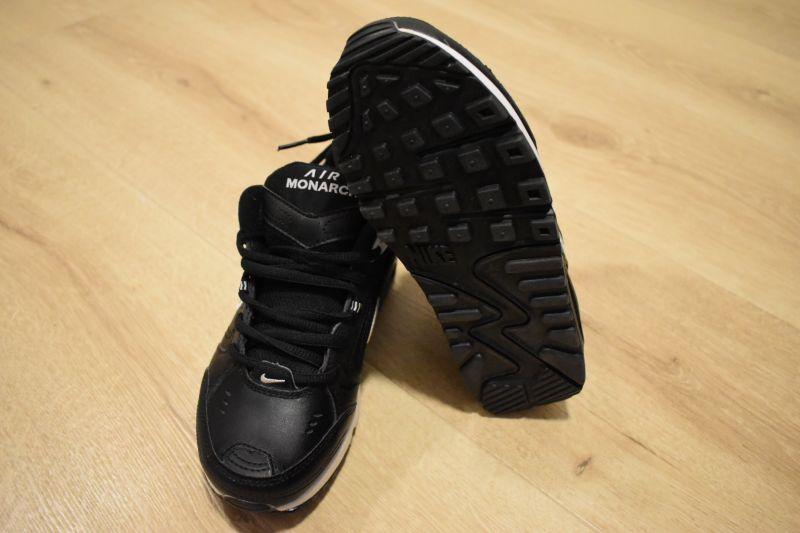 Adidasi dama Nike Air Monarch IV-4