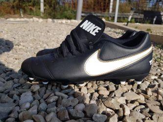 Adidași Nike pentru fotbal