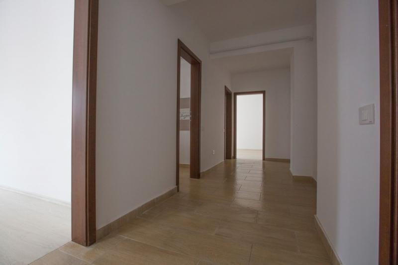 Apartament 2 camere,decomandat, bloc nou, curte-4