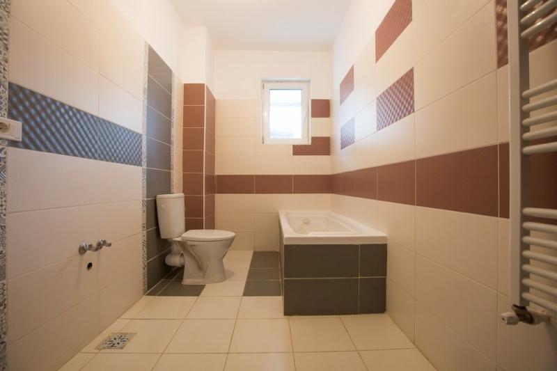 Apartament 2 camere,decomandat, bloc nou, curte-9