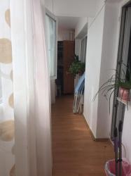 Apartament 2 camere, decomandat, zona Malu Rosu