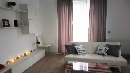 Apartament 3 camere cu terasa -Semicentral