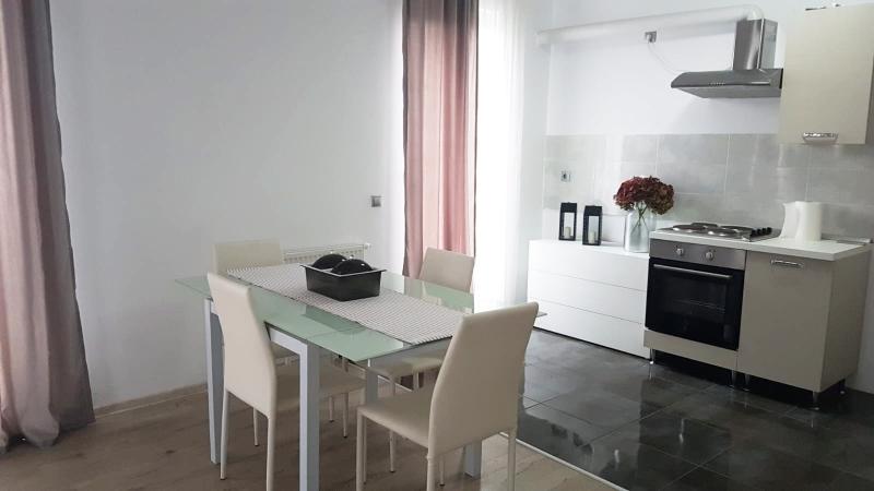 Apartament 3 camere cu terasa -Semicentral-3