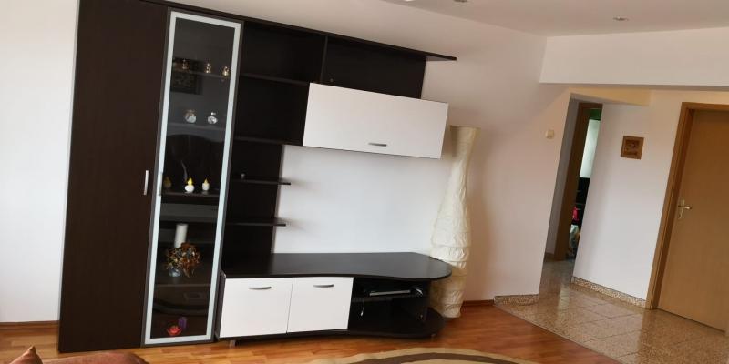 Apartament 3 camere de inchiriat-1