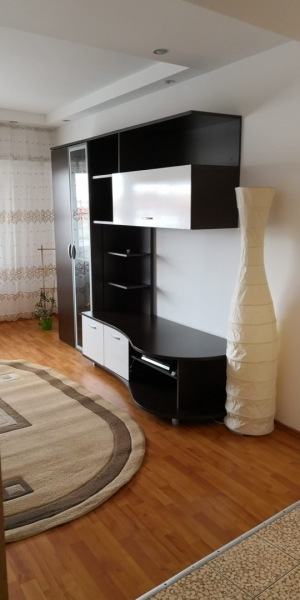 Apartament 3 camere de inchiriat-5