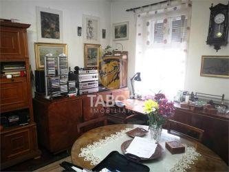 Apartament 3 camere debara si pivnita de vanzare in zona Orasul de Jos