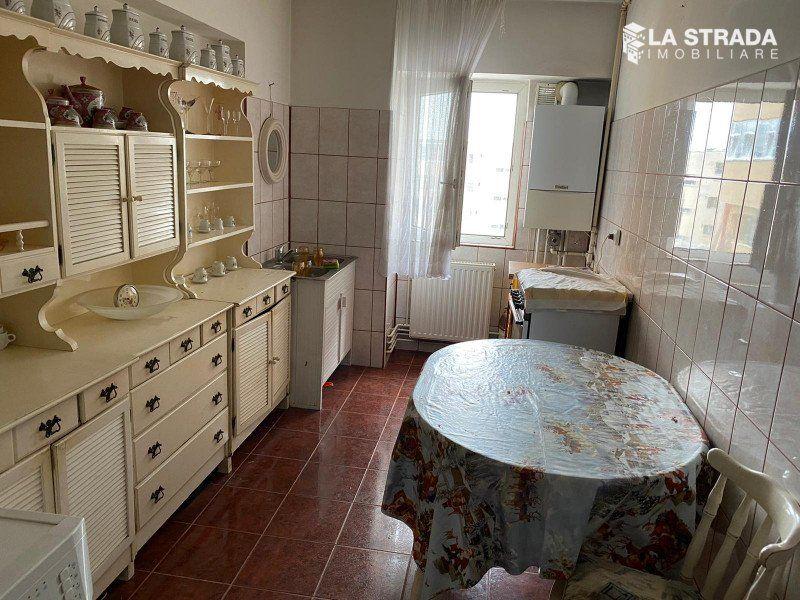 Apartament 3 camere dec, et. 2, Zona Piata Marasti, Cluj Napoca-1