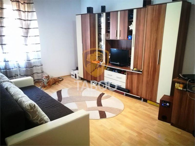 Apartament 3 camere decomandate de vanzare pe Bulevardul Victoriei-1