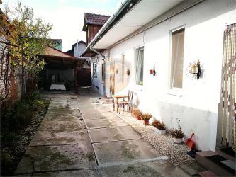 Apartament 3 camere la casa cu garaj pivnita si curte zona Piata Cluj