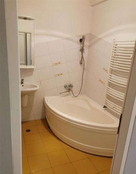 Apartament cu 2 camere in centrul orasului la 89.999 euro-10
