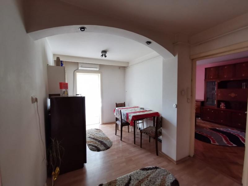 Apartament cu 2 camere in inima COMPLEXULUI STUDENTESC la 300 euro-13