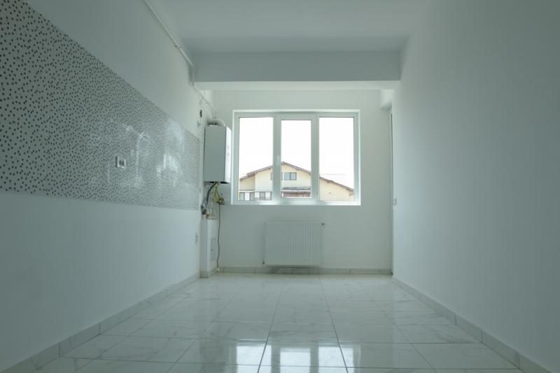 Apartament cu 2 camere la cheie, decomandat, stradal la bulevard-10