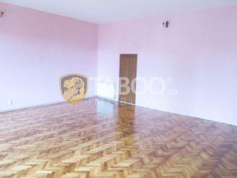 Apartament cu 3 camere de inchiriat in centrul orasului Sebes