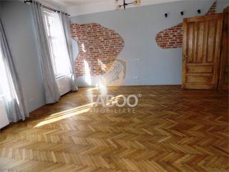 Apartament cu 3 camere decomandate de inchiriat zona Centrul Istoric