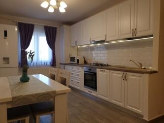 Apartament cu 3 camere ,modern amenajate in CL ARADULUI la 92.500 euro