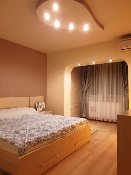 Apartament cu 3 camere ,modern amenajate in CL ARADULUI la 92.500 euro-8