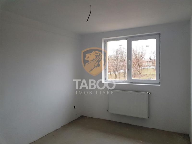Apartament cu 4 camere  decomandate 120 mp de vanzare zona Strand-1