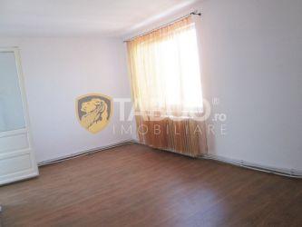 Apartament cu 4 camere decomandate de vanzare in Sebes judetul Alba