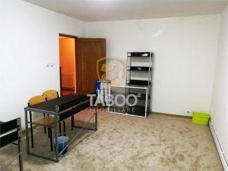 Apartament cu 4 camere decomandate si balcon etaj 1 in Strand