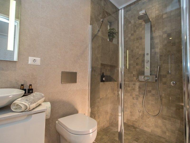 Apartament cu 4 camere in zona IOSEFIN LA 329.000 euro-1