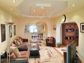 Apartament cu 5 camere si garaj de vanzare in Sebes zona Centrala