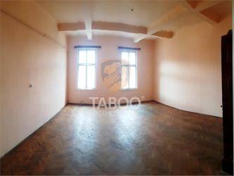 Apartament cu 7 camere decomandate pretabil regim hotelier in Sibiu
