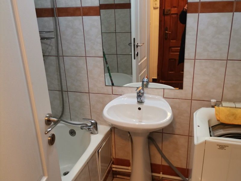 Apartament de inchiriat, 2 camere Decomandat  Nicolina -2