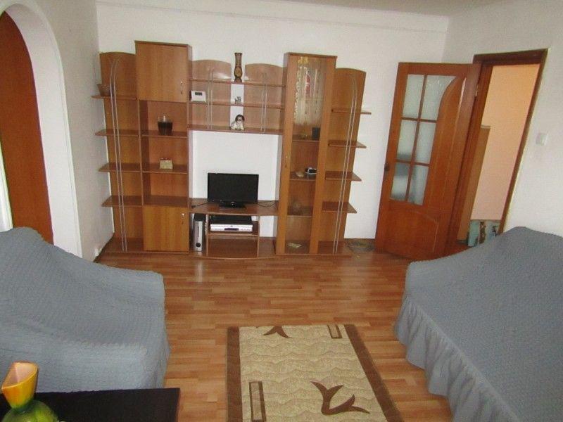 Apartament de inchiriat, 2 camere Semidecomandat  Podu Ros -5