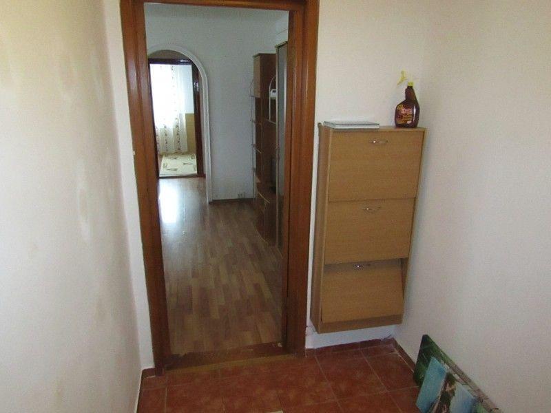 Apartament de inchiriat, 2 camere Semidecomandat  Podu Ros -11
