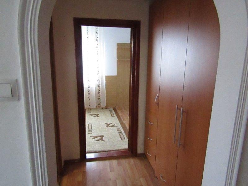 Apartament de inchiriat, 2 camere Semidecomandat  Podu Ros -12