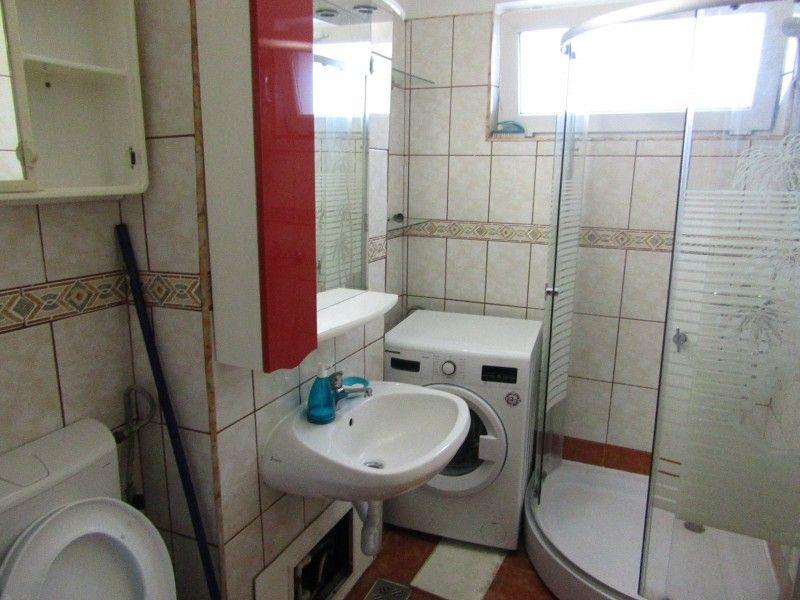 Apartament de inchiriat, 2 camere Semidecomandat  Podu Ros -14