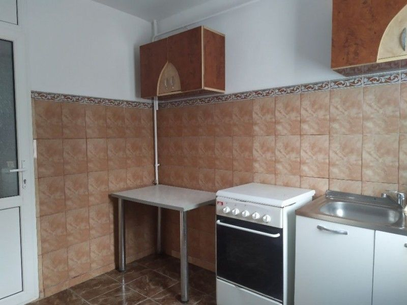 Apartament de inchiriat, 2 camere Semidecomandat  Podul de Piatra -3