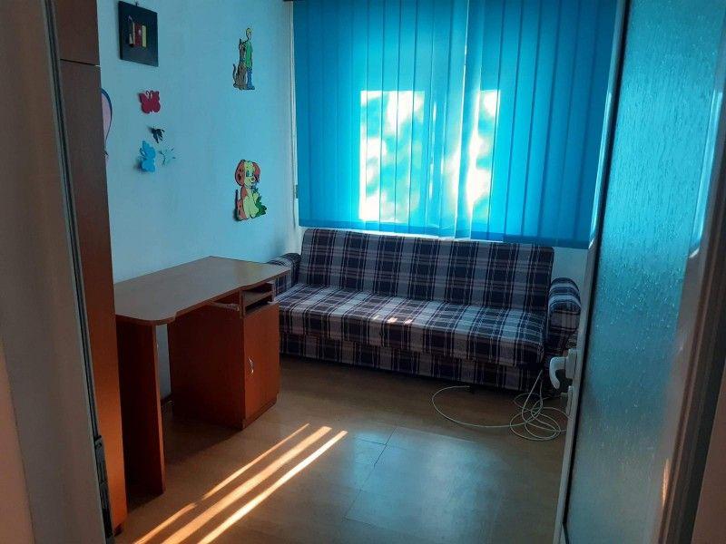 Apartament de inchiriat, 3 camere Decomandat  Nicolina -2
