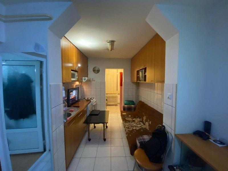 Apartament de inchiriat, 3 camere Decomandat  Nicolina -4