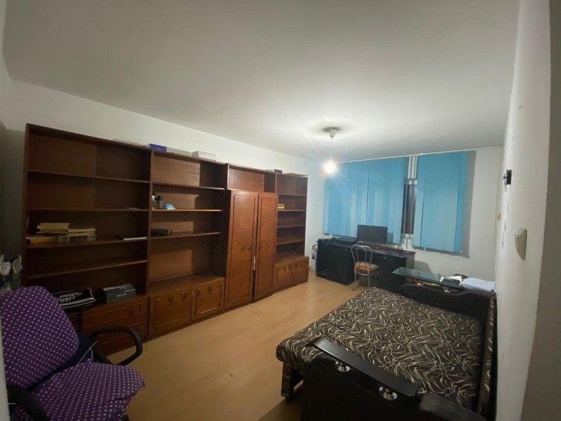Apartament de inchiriat, 3 camere Decomandat  Nicolina -6