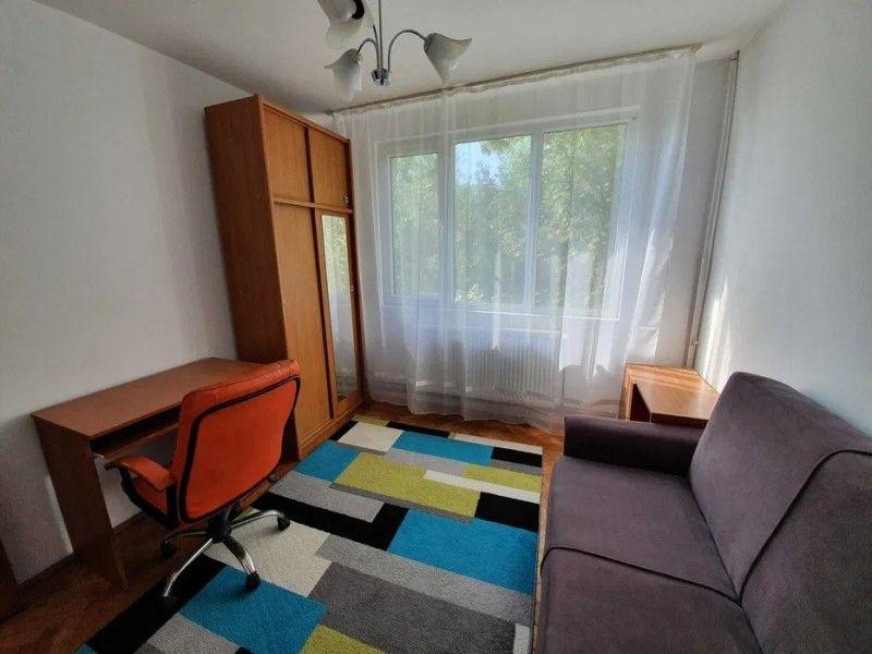 Apartament de inchiriat, 3 camere Semidecomandat  Metalurgie -1
