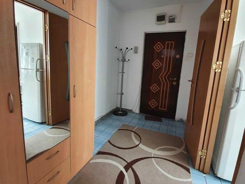 Apartament de inchiriat, 3 camere Semidecomandat  Metalurgie -4