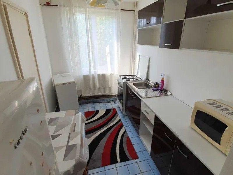 Apartament de inchiriat, 3 camere Semidecomandat  Metalurgie -6