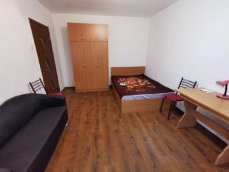 Apartament de inchiriat, o camera Decomandat  Central