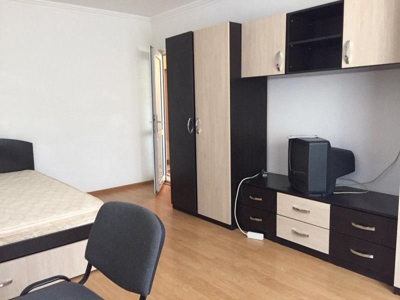 Apartament de inchiriat, o camera Decomandat  Nicolina -3