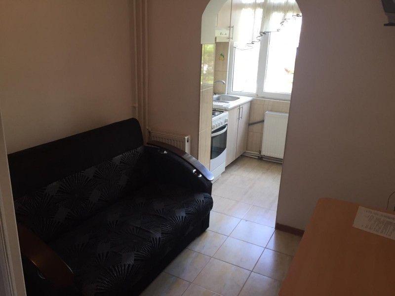 Apartament de inchiriat, o camera Decomandat  Nicolina -4