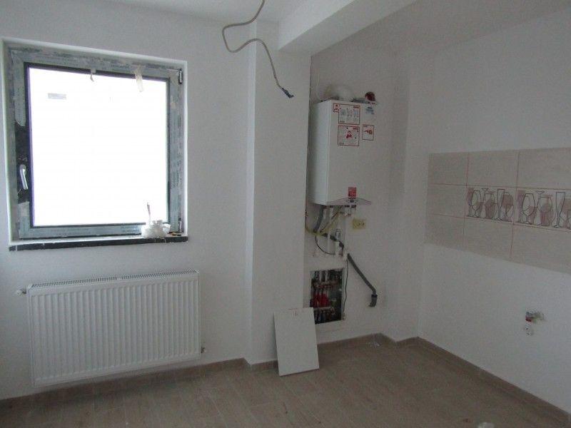 Apartament de vanzare, 2 camere Decomandat  Galata -1
