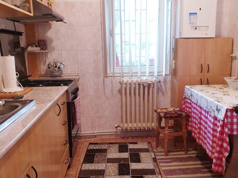 Apartament de vanzare, 2 camere Decomandat  Nicolina -1