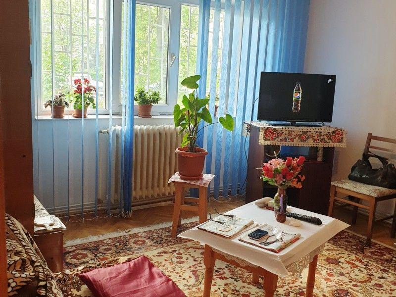 Apartament de vanzare, 2 camere Decomandat  Nicolina -4