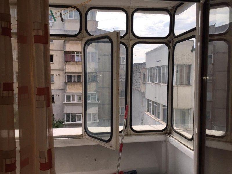Apartament de vanzare, 2 camere Decomandat  Nicolina -2