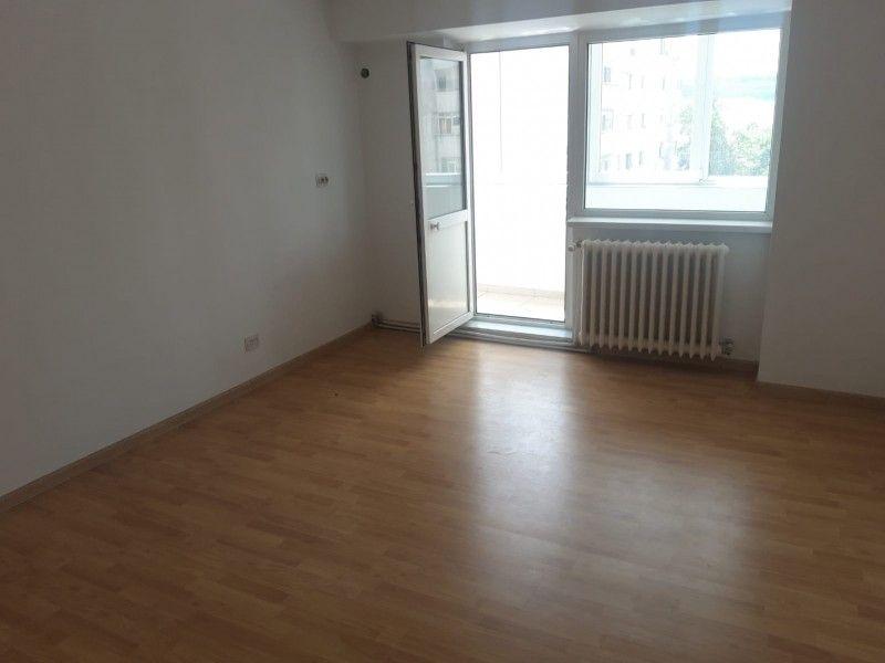 Apartament de vanzare, 2 camere Decomandat  Pacurari -1