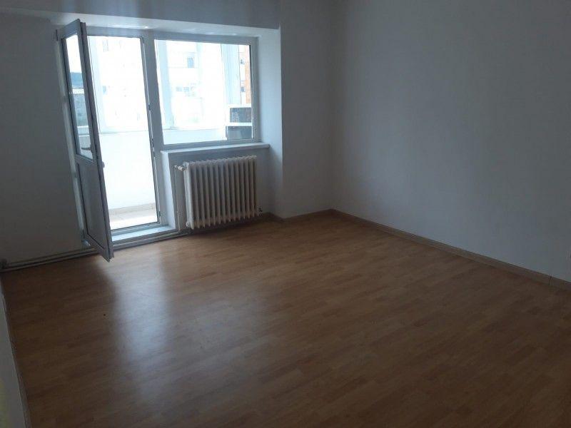 Apartament de vanzare, 2 camere Decomandat  Pacurari -2