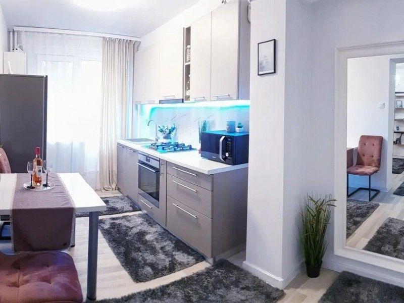 Apartament de vanzare, 2 camere Decomandat  Podu Ros -2