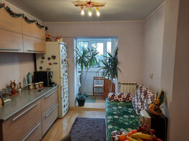 Apartament de vanzare, 2 camere Decomandat  Tatarasi -2