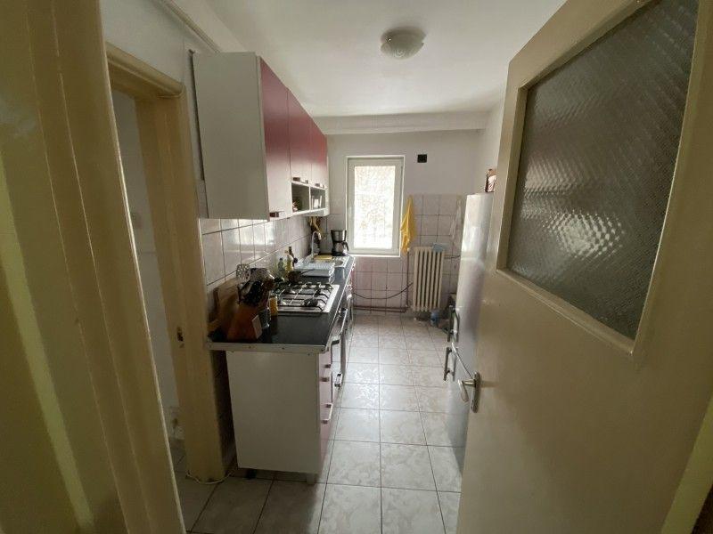 Apartament de vanzare, 2 camere Decomandat  Tatarasi -8